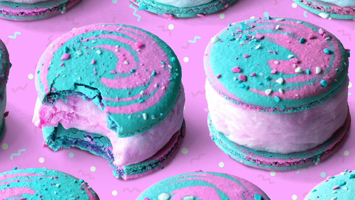 cotton candy macarons_lc.jpg