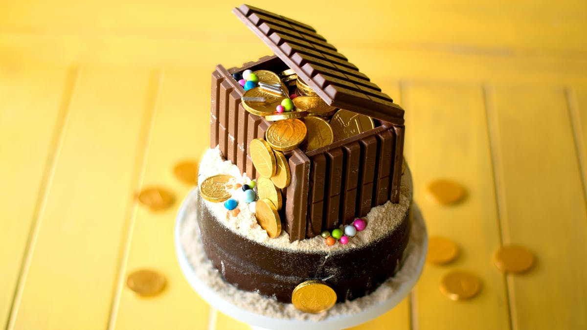 treasure chest cake_lc.jpg
