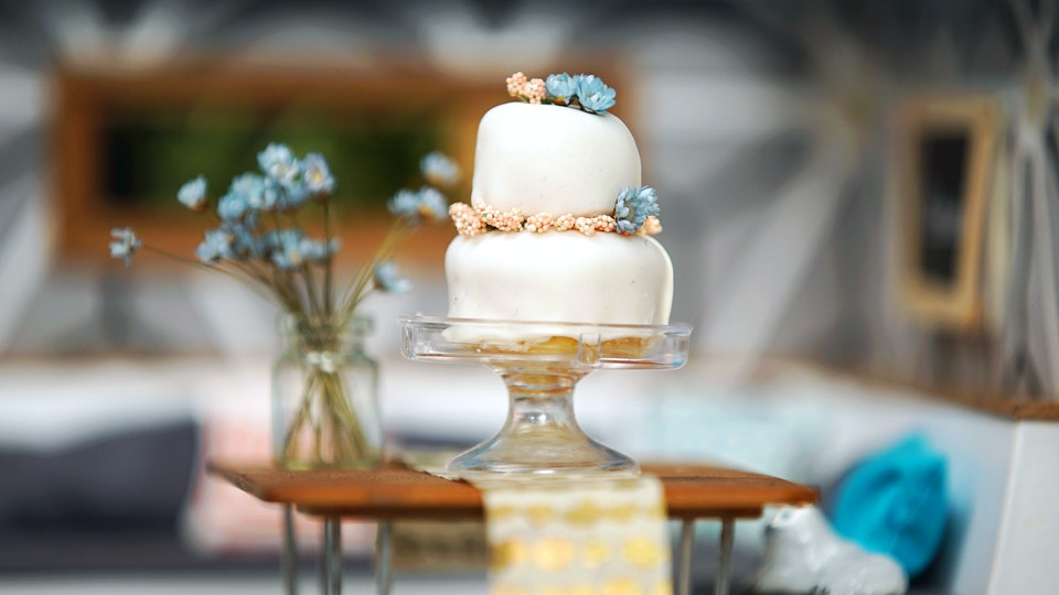 tiny kitchen wedding cake tiny wedding cake tiny kitchen tastemade 21017