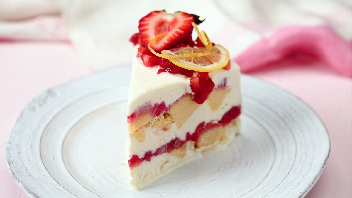 emily_515_strawberry-lemonade-icebox-cake_thumbnail_1.png