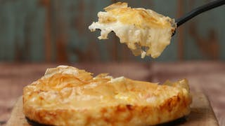 cheesy-potato-pie_landscapeThumbnail_en-UK.png