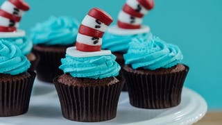 Cat-In-The-Hat-Cupcakes_landscapeThumbnail_en-UK.jpeg