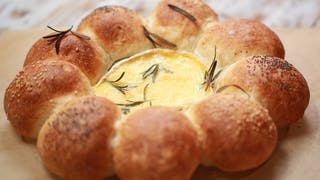 all-in-one-baked-camembert-with-bread-rolls_landscapeThumbnail_en-UK.png