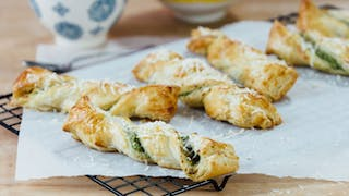 pesto-and-cheese-twists_landscapeThumbnail_en-UK.png