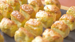 madeleines-chorizo-courgettes-amandes_landscapeThumbnail_fr.png