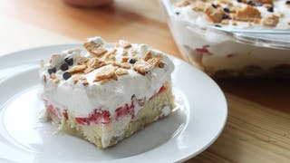 strawberry-and-banana-dessert-lasagna_landscapeThumbnail_en.png