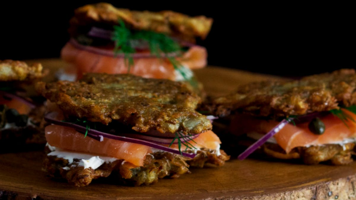 hungry-af_s4e46_smoked-salmon-latke-sandwiches_landscapeThumbnail_en.png