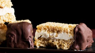 hungry-af_s4e24_rice-crispies-ice-cream-sandwich_landscapeThumbnail_en.png