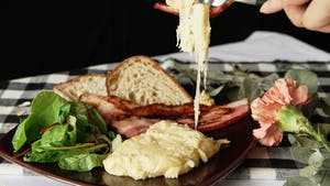 cheesy-mashed-potatoes-with-canadian-bacon_landscapeThumbnail_en.png