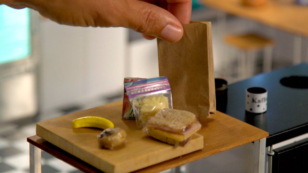 tiny-kitchen_s6e10_sack-lunch_landscapeThumbnail_en.png