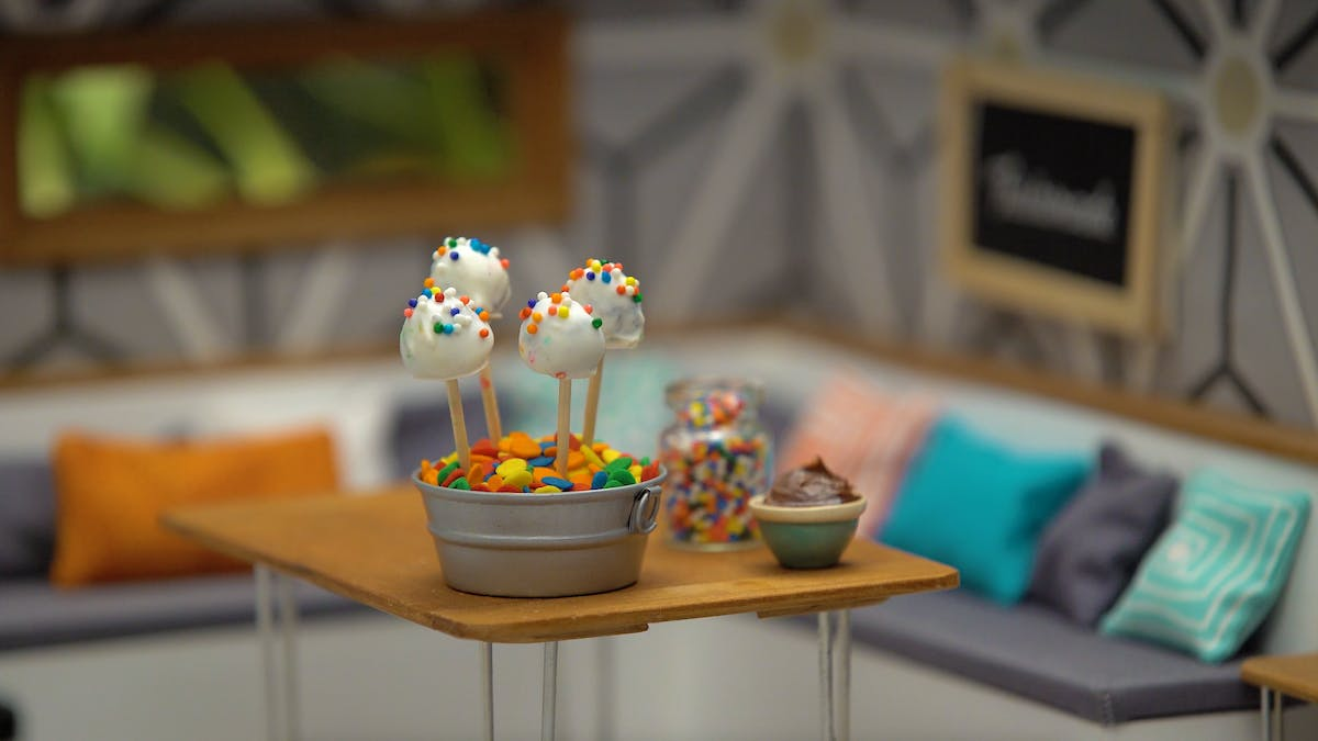 tiny-kitchen_s7e2_tiny-cake-pops_landscapeThumbnail_en.png