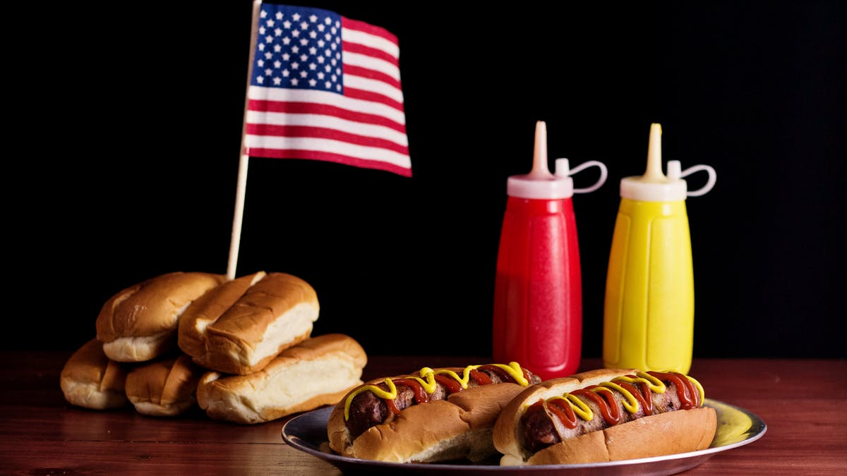 hungry-af_s4e42_bacon-wrapped-burger-dogs_landscapeThumbnail_en.png