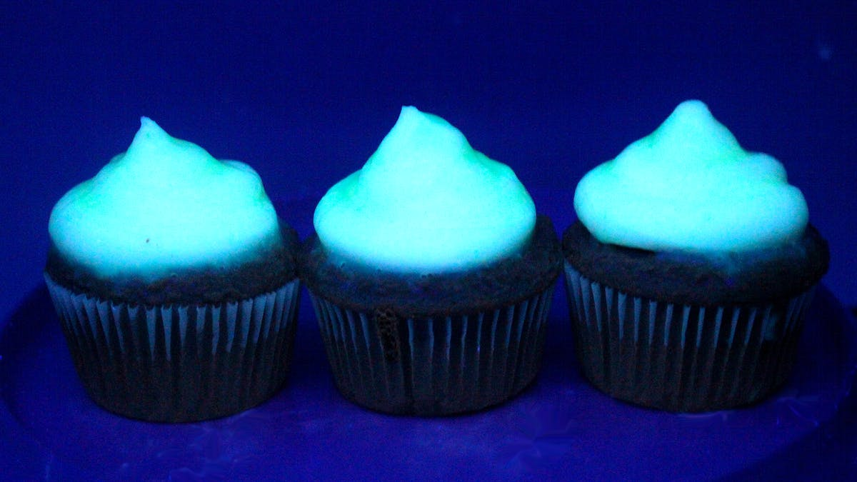 glow-in-the-dark-cupcakes_landscapeThumbnail_en.png
