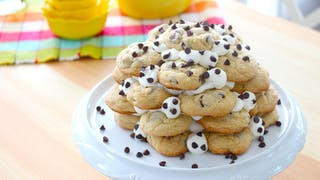 chocolate-chip-cookie-cake_landscapeThumbnail_en-US.png
