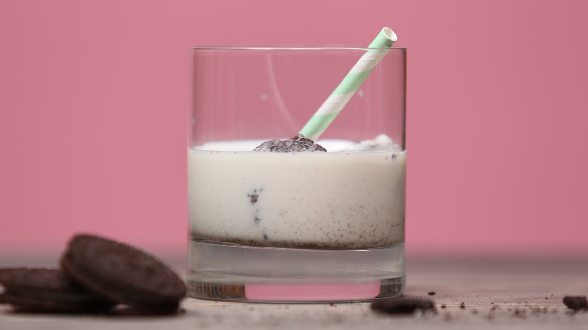 milk-and-cookie-ice-cubes-recipe_landscapeThumbnail_en.png