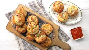 bacon-and-mashed-potato-garlic-knots_landscapeThumbnail_en.jpeg