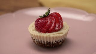 raw-vegan-cheesecake-cups_landscapeThumbnail_en.jpeg