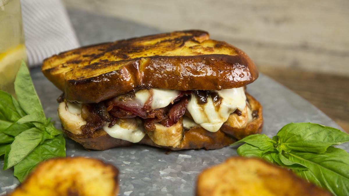 grilled-cheese-with-buffalo-mozzarella-bacon-and-caramelized-onions_landscapeThumbnail_en.jpeg