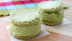 matcha-green-tea-ice-cream-sandwiches_landscapeThumbnail_en-US.png