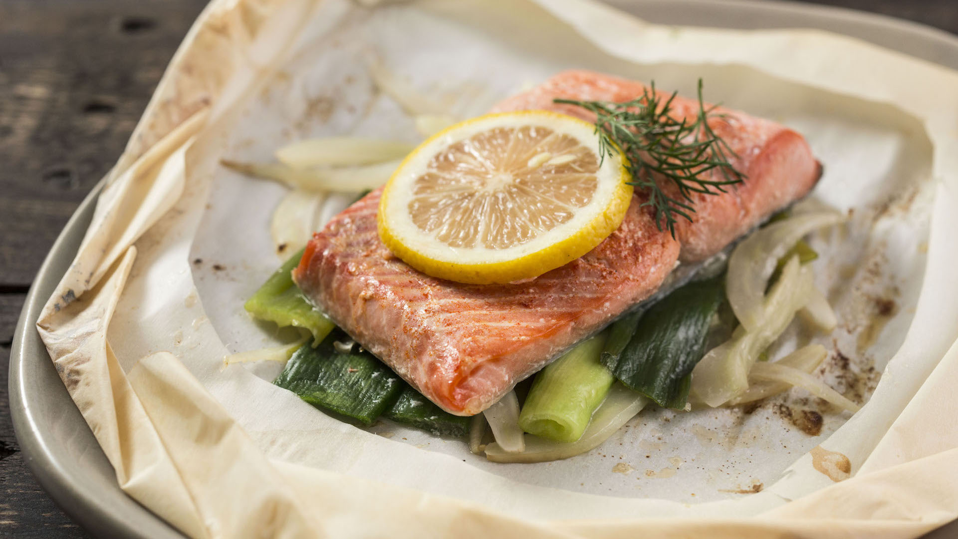 salmon parchment paper This quick and healthy salmon en papillote brings light lemon and  often you  will find the parchment paper used for the parcel cut into the.