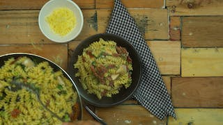 dried-pasta-with-chicken-and-sun-dried-tomatoes_landscapeThumbnail_en-US.png