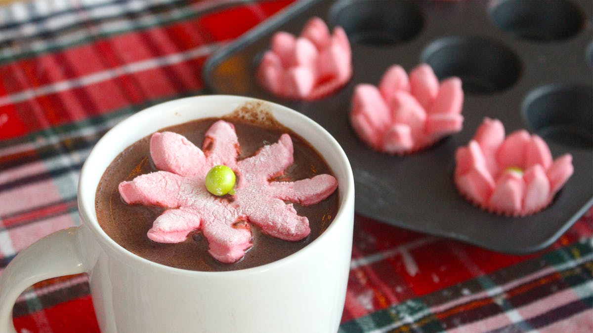 blooming-poinsettia-marshmallows_landscapeThumbnail_en.png