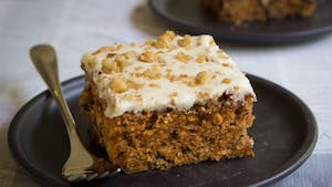 carrot-cake-with-cream-cheese-frosting_landscapeThumbnail_en.jpeg