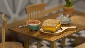 tiny-kitchen_s4e11_tiny-grilled-cheese-and-tomato-soup_landscapeThumbnail_en.png